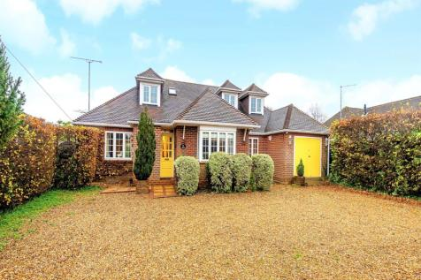 Kings Lane, Wrecclesham, Farnham, GU10. 4 bedroom detached house