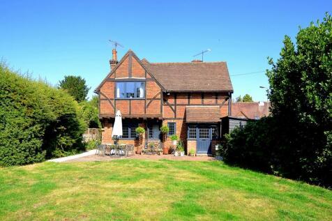 Ewhurst Road, Cranleigh, GU6. 4 bedroom detached house