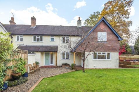 Frensham Road, Lower Bourne, Farnham, GU10. 4 bedroom semi-detached house for sale
