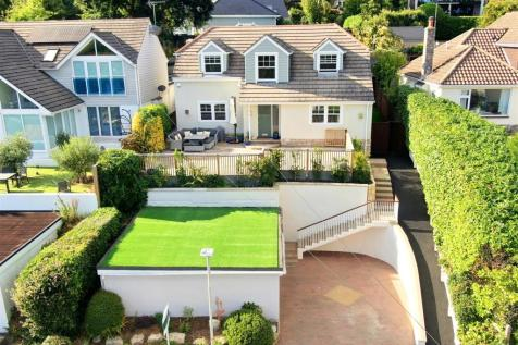 Munster Road, Lower Parkstone. 4 bedroom detached house