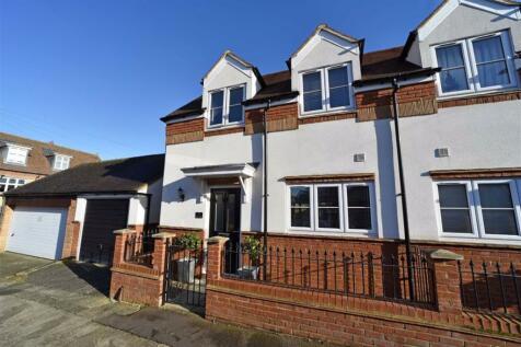 Garrick Road. 3 bedroom semi-detached house for sale