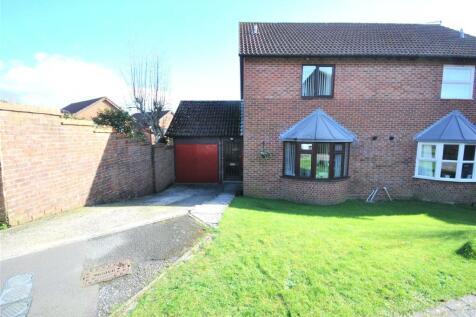 Bishop Close, Chard, Somerset, TA20. 3 bedroom semi-detached house