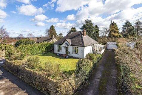 Lyme Road, Crewkerne, Somerset, TA18. 3 bedroom bungalow
