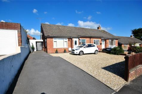 King Ceol Close, Chard, Somerset, TA20. 2 bedroom bungalow