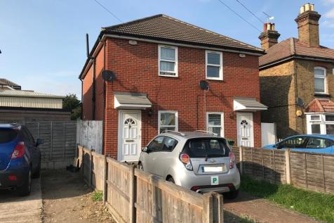 Brentwood Road, Romford, RM1 2EH. 2 bedroom semi-detached house