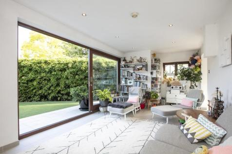 Maldon Close, Camberwell, SE5. 4 bedroom semi-detached house