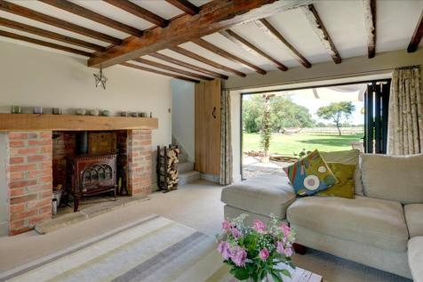 Buckland Marsh, Oxfordshire. 3 bedroom country house