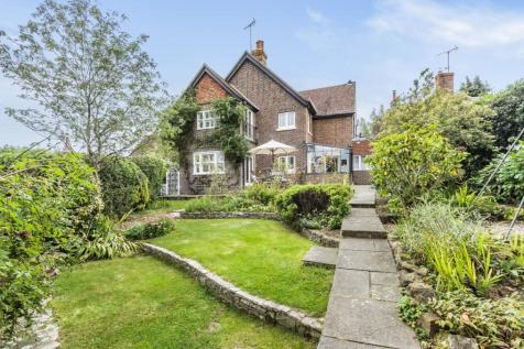 Church Close, Grayswood, Haslemere, GU27. 3 bedroom semi-detached house