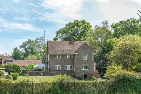 Midhurst Road, Haslemere, GU27. 4 bedroom farm house