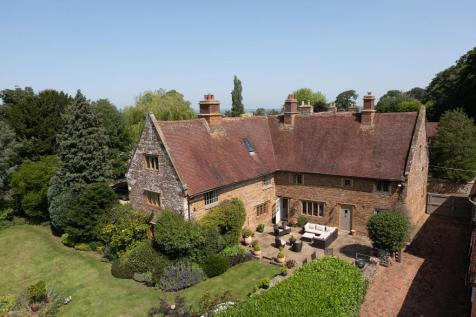 Manor Road, Staverton, Daventry, Northamptonshire, NN11. 5 bedroom detached house