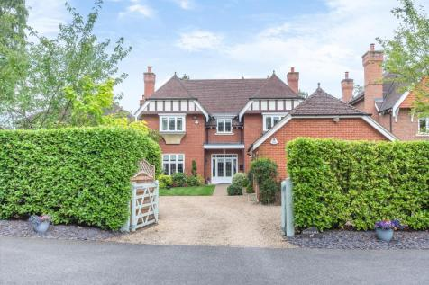 Sandhurst Road, Finchampstead, Wokingham, Berkshire, RG40.. 6 bedroom detached house for sale