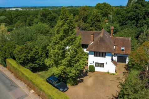 Abbotswood, Guildford, Surrey, GU1. 6 bedroom detached house