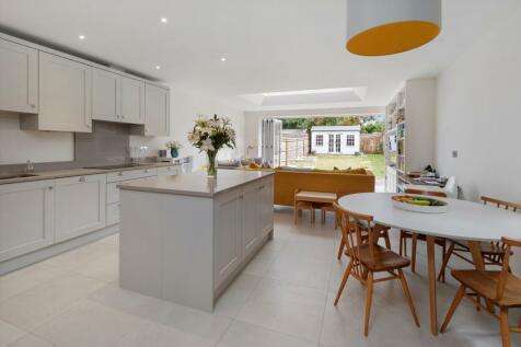 Cranley Road, Guildford, Surrey, GU1. 4 bedroom semi-detached house