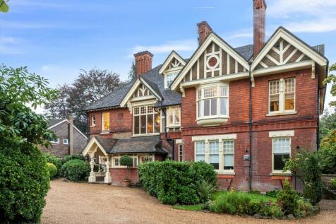 Boxgrove Road, Guildford, Surrey, GU1. 3 bedroom flat for sale