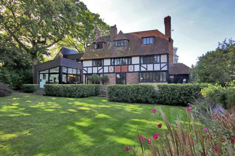 Court Road, Tunbridge Wells, Kent, TN4. 6 bedroom detached house