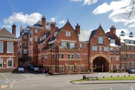 Post Office Square, London Road, Tunbridge Wells, Kent, TN1. 4 bedroom flat