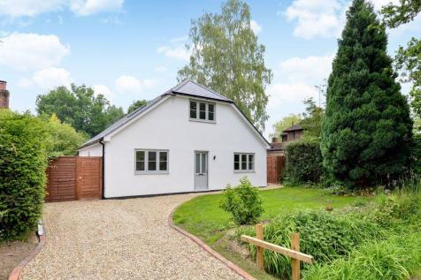 Rowly Drive, Cranleigh. 4 bedroom detached house