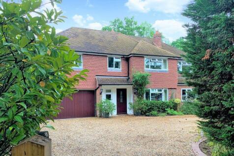 The Ridgeway, Cranleigh. 5 bedroom detached house
