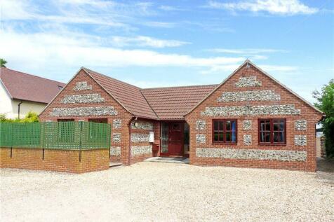 Pidney, Hazelbury Bryan, Sturminster Newton, Dorset. 3 bedroom bungalow