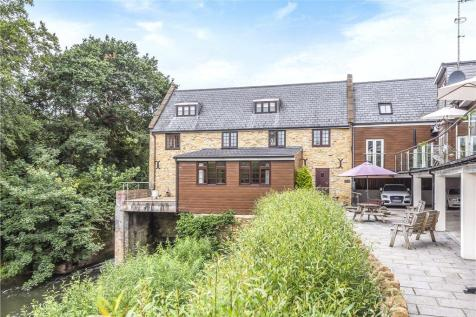 Sherborne Road, Yeovil, Somerset. 2 bedroom penthouse