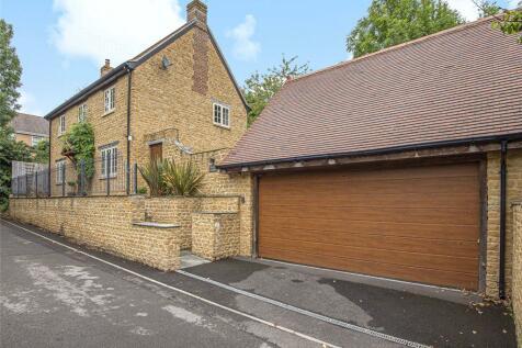Alvington Lane, Brympton, Yeovil, Somerset. 3 bedroom detached house