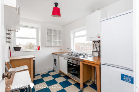 Stoke Newington Church Street, N16. 2 bedroom flat