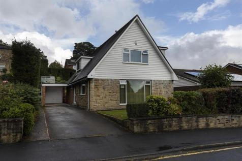 14 Central Park, Well Head, Halifax, HX1 2BT. 4 bedroom detached house for sale