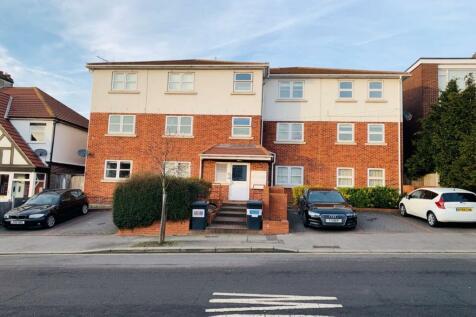 Wanstead Lane, Ilford, IG1. 2 bedroom flat