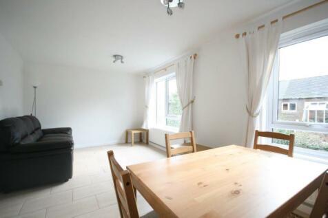Crammond Close, W6. 2 bedroom terraced house