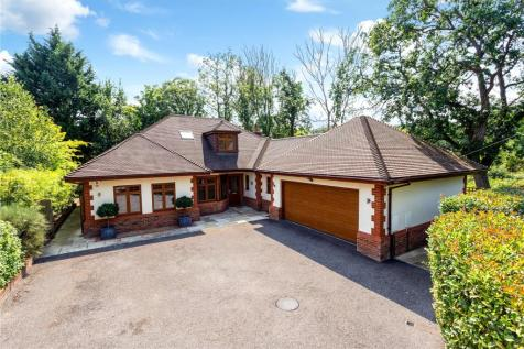 Maple Tree Court, Oxshott Road, Leatherhead, Surrey, KT22. 3 bedroom detached house for sale