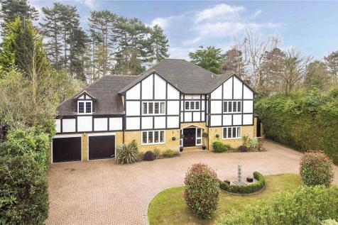 Beech Close, Cobham, Surrey, KT11. 5 bedroom detached house