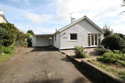 Bryn Hyfryd, Pentrefelin, North Wales - Detached Bungalow / 3 bedroom detached bungalow for sale / £235,000