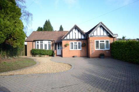 Upper Woodcote Road, Caversham. 4 bedroom detached bungalow for sale