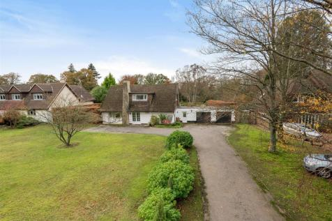 South Road, Liphook. 3 bedroom detached house for sale