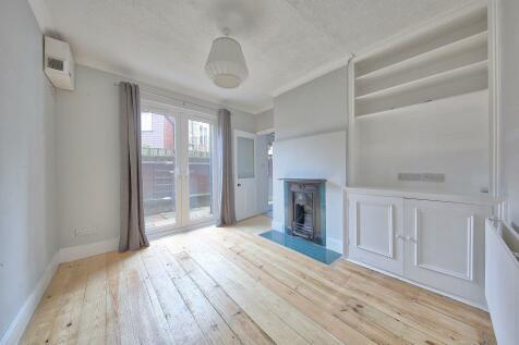 Balvernie Grove Southfields London. 2 bedroom flat