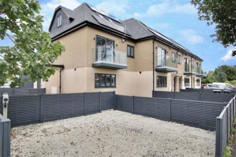 1, Lyndhurst Gardens, Bush Hill Park, Greater London. 4 bedroom end of terrace house