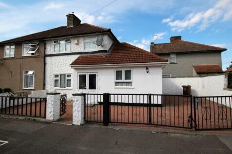 Urswick Road, Dagenham, London, RM9. 4 bedroom end of terrace house
