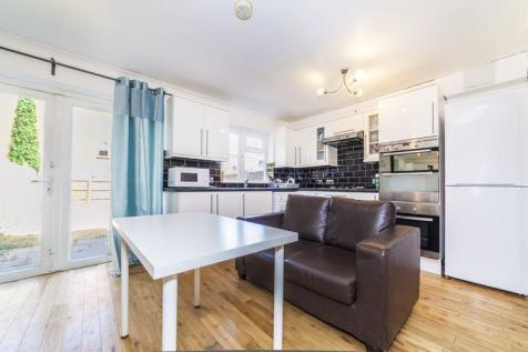 Southridge Place, Wimbledon. 5 bedroom flat