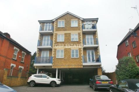 Chipping Lodge, Western Road, Romford. 2 bedroom flat