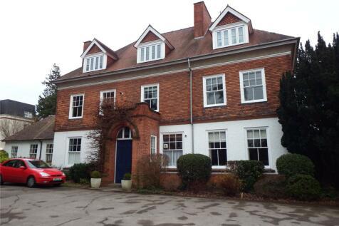 St Kenelms House, Shurdington Road, Leckhampton, Cheltenham, GL53. 1 bedroom apartment