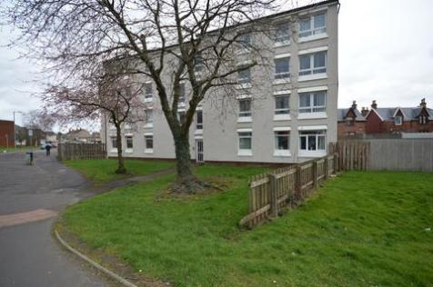 15H St.Andrews Walk, Kilmarnock, KA1 3HQ. 3 bedroom flat
