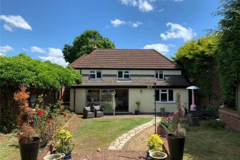 Andover Road, Oakley, Basingstoke. 4 bedroom detached house