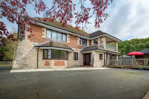 Elenors Grove, Fishbourne. 4 bedroom detached house for sale