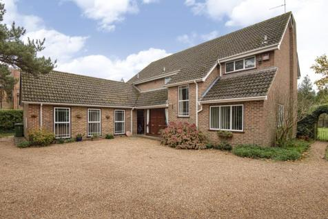 Ramornie Close, Hersham, Walton-On-Thames, KT12. 5 bedroom detached house for sale