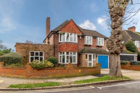 Dickerage Road, Kingston Upon Thames, KT1. 5 bedroom detached house