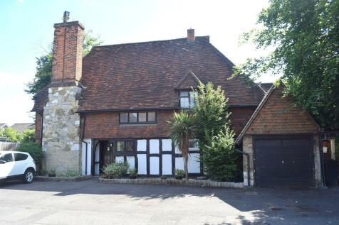 Walton Park, Walton on Thames, KT12. 5 bedroom detached house for sale