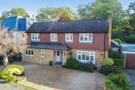 Kenwood Drive, Walton-On-Thames, KT12. 5 bedroom detached house for sale