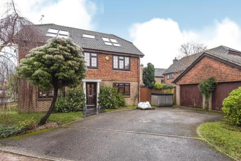 Wexfenne Gardens, Pyrford, GU22. 5 bedroom semi-detached house for sale