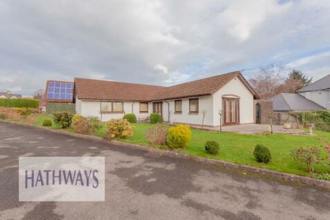 Tynewydd Farm Close, Pontnewydd, Cwmbran, Torfaen, NP44. 3 bedroom detached bungalow for sale