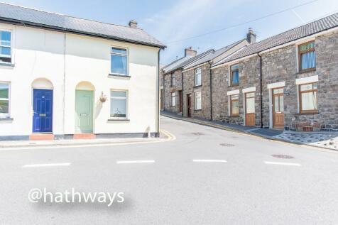 Market Street, Pontypool, Monmouthshire, Torfaen, NP4. 2 bedroom end of terrace house